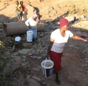 kgautswane_getting_spring_water3